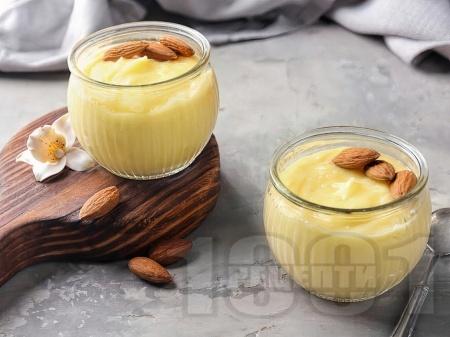 Домашен ванилов крем с прясно мляко, жълтъци и царевично нишесте - снимка на рецептата